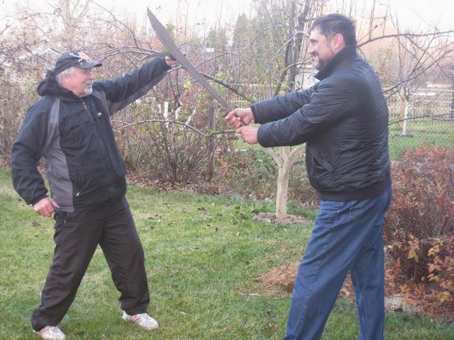 Сергей Пономаренко и Виталий Бабенко фехтуют