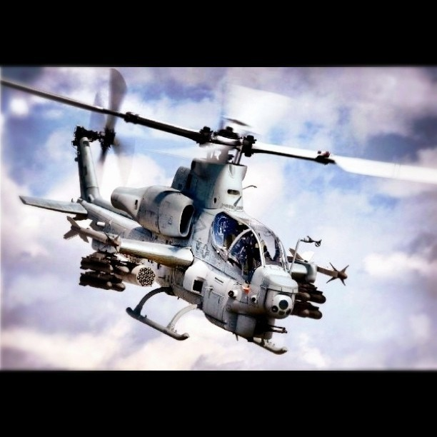 Fighter Jet: Bell AH-1Z Viper Helicopter