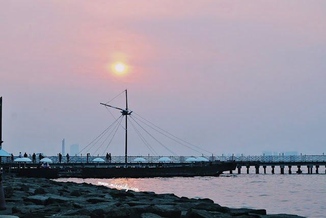 sunset view from putri duyung cottage ancol