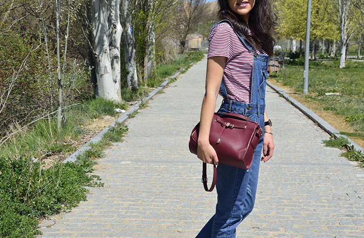 peto-vaquero-denim-dungarees-look-outfit-casual-converse-all-star-trends-gallery-sneakers