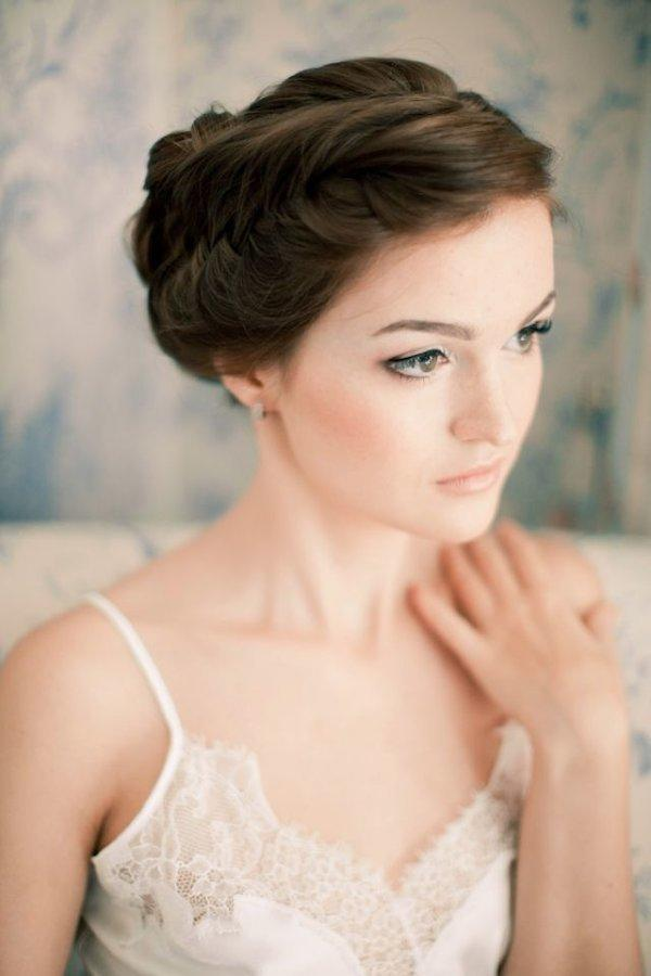 http://www.mywedding.com/articles/natural-bridal-makeup-tips/