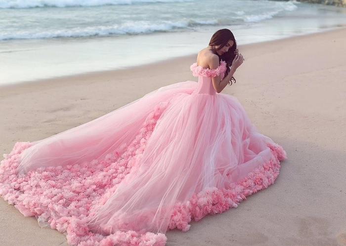 https://www.suzhoudress.com/i/princess-ball-gown-candy-pink-wedding-dress-with-flowers-19473.html