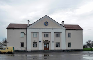 Великие Сорочинцы. Дом культуры и сельский совет
