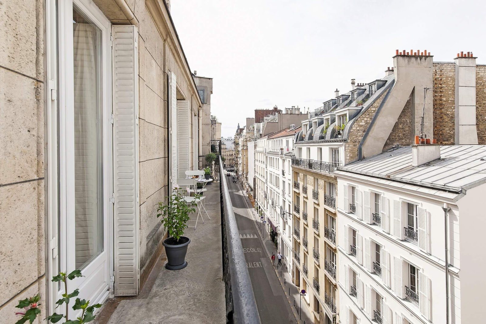 10 Decorating Ideas From A Chic Paris Apartment Hello Lovely