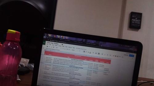 laptop di kantor