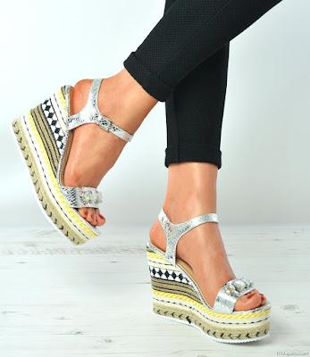 sandalias de colores con plataforma