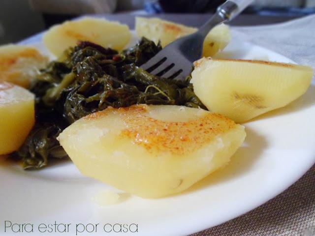 Patatas con grelos