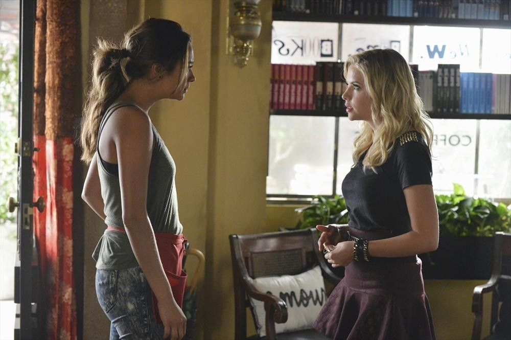 Pretty Little Liars - Season 5 Episode 18: Oh, What Hard Luck Stories They All Hand Me