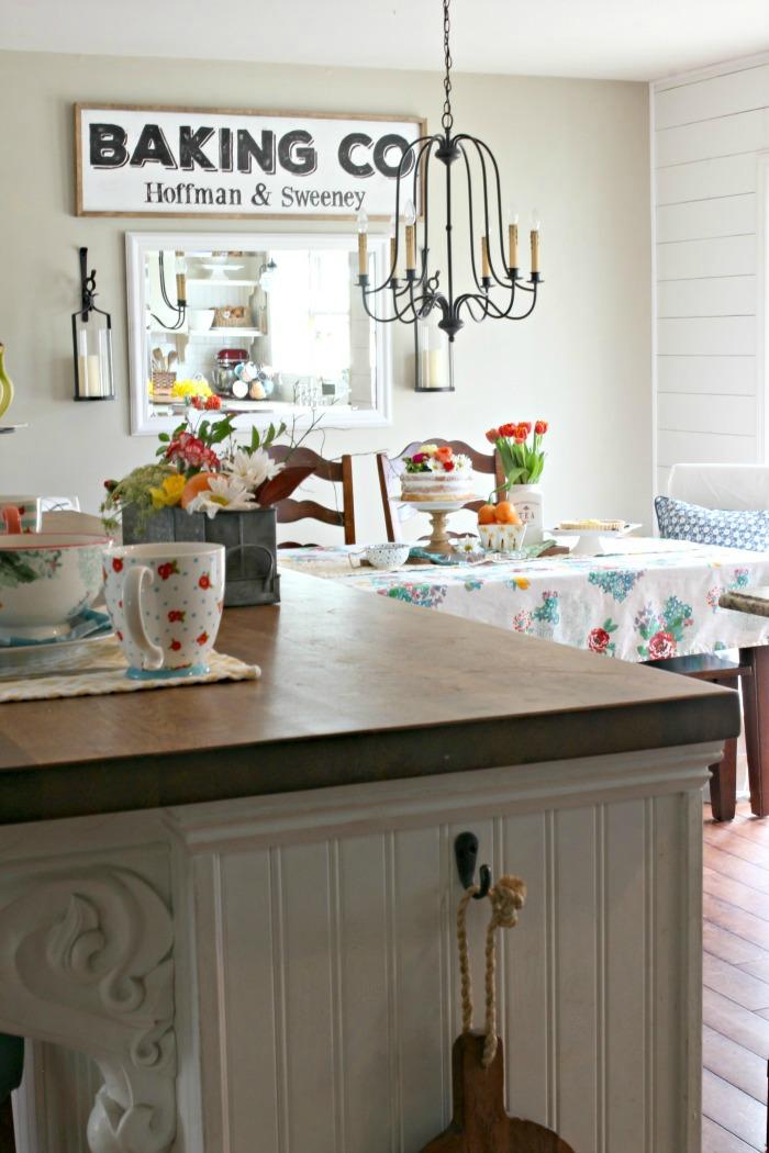 Spring decor in farmhouse style kitchen - www.goldenboysandme.com