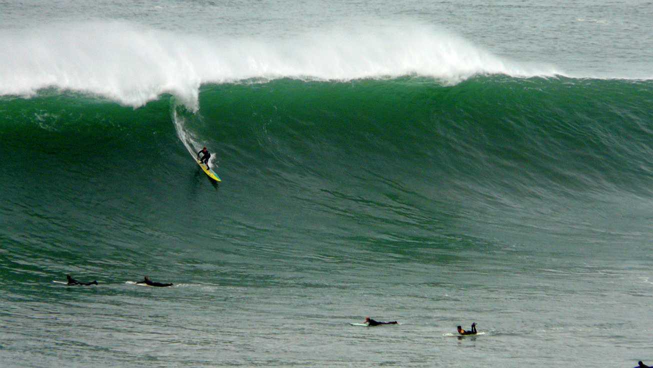surf menakoz diciembre 2015 olas grandes 39