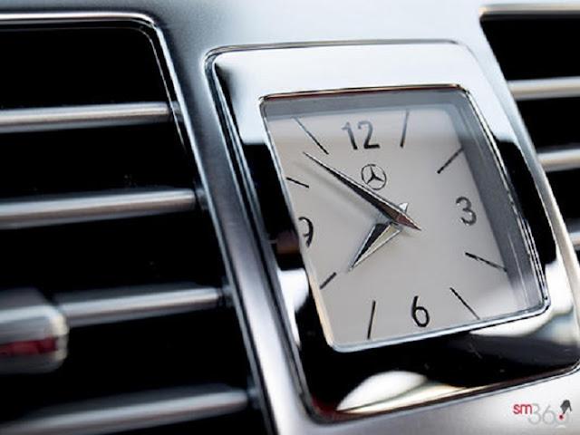 Mercedes CLS 400 trang bị Đồng hồ thời gian Analogue thiết kế góc canh, bắt mắt