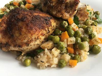 Pałki kurczaka z ryżem i warzywami