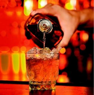 El ron venezolano es servido como licor fino en los bares extranjeros