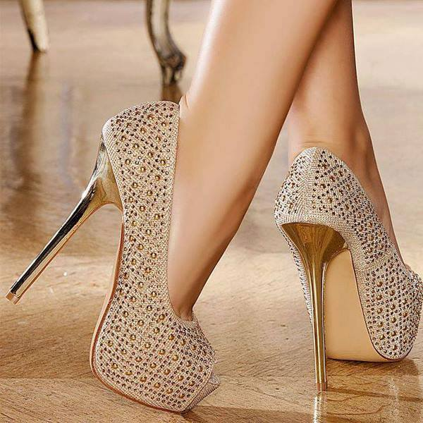 Women Take These Precautions Before Purchasing Heels