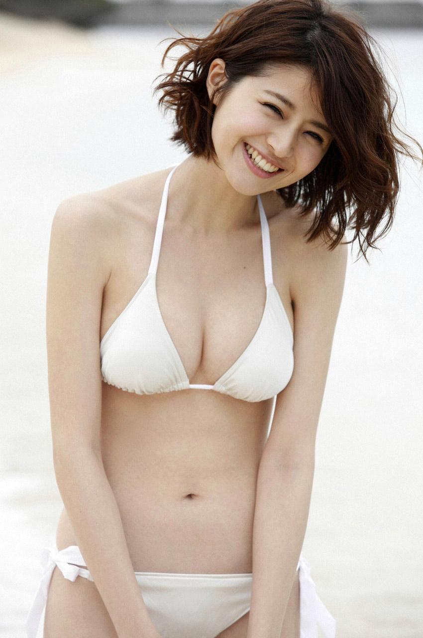 chinami suzuki sexy bikini pics 04