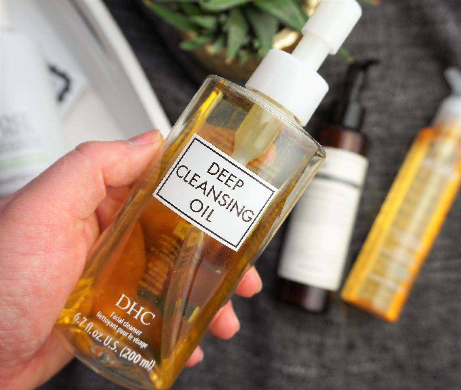 5 Cleansing Oils To try www.eyelinerflicks.com