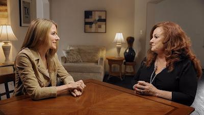 Anna-Sigga Nicolazzi (esquerda) em cena da série - Divulgação