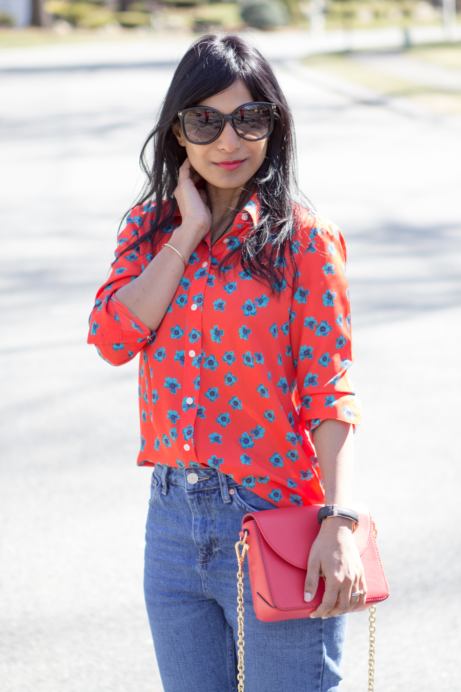 spring colors, spring outfit, bright colors, saturated colors, spring style, colorblocking, lipstick red, tomato red, periwinkle blue, pastel blue, crossbody bag