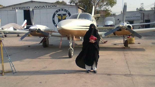 Pilot Wanita Bercadar ini Pecahkan Rekor Dunia