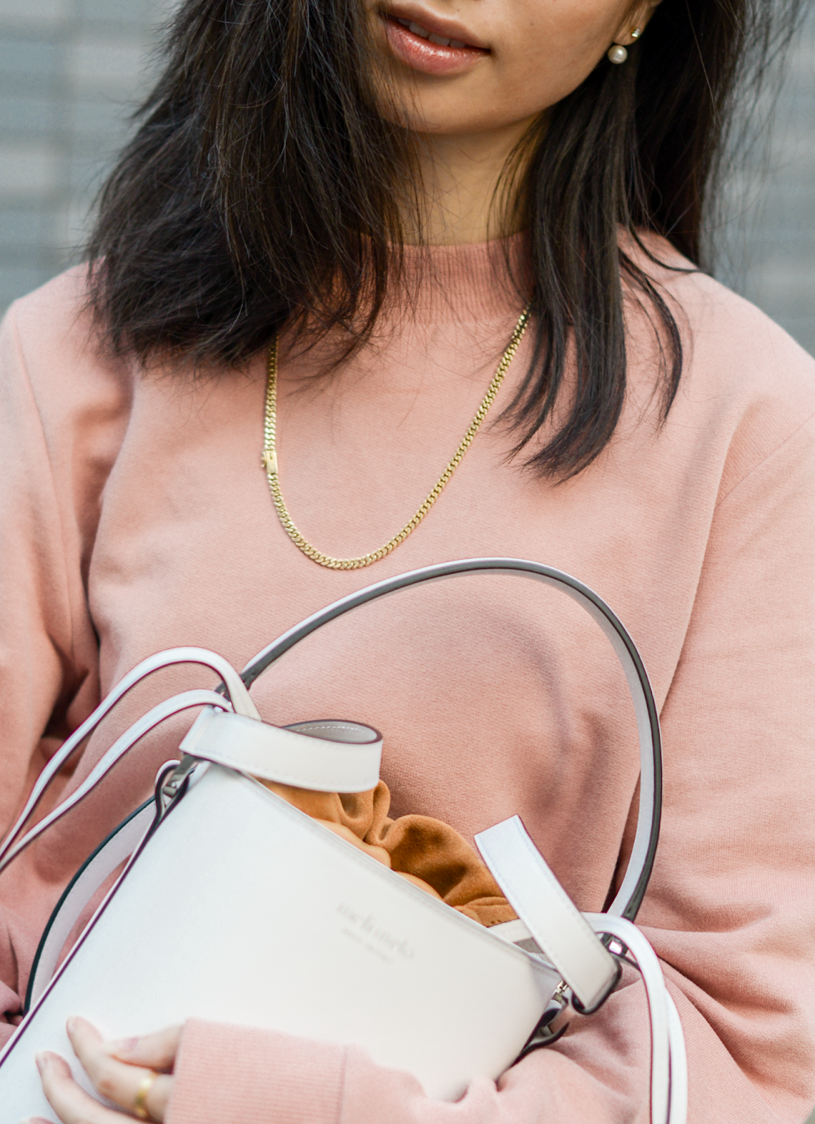Meli Melo White Bucket Bag, Santina White Bucket Bag Meli Melo, How To Wear A Bucket Bag, Ways To Style A White Bucket Bag, Perfect Weekend Bags / Weekender Whites / FOREVERVANNY