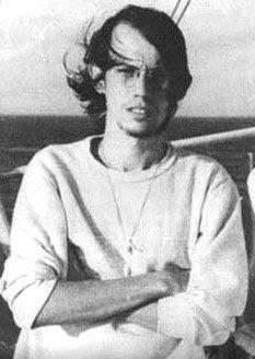 Foto de Silvio Rodríguez con cabello más largo