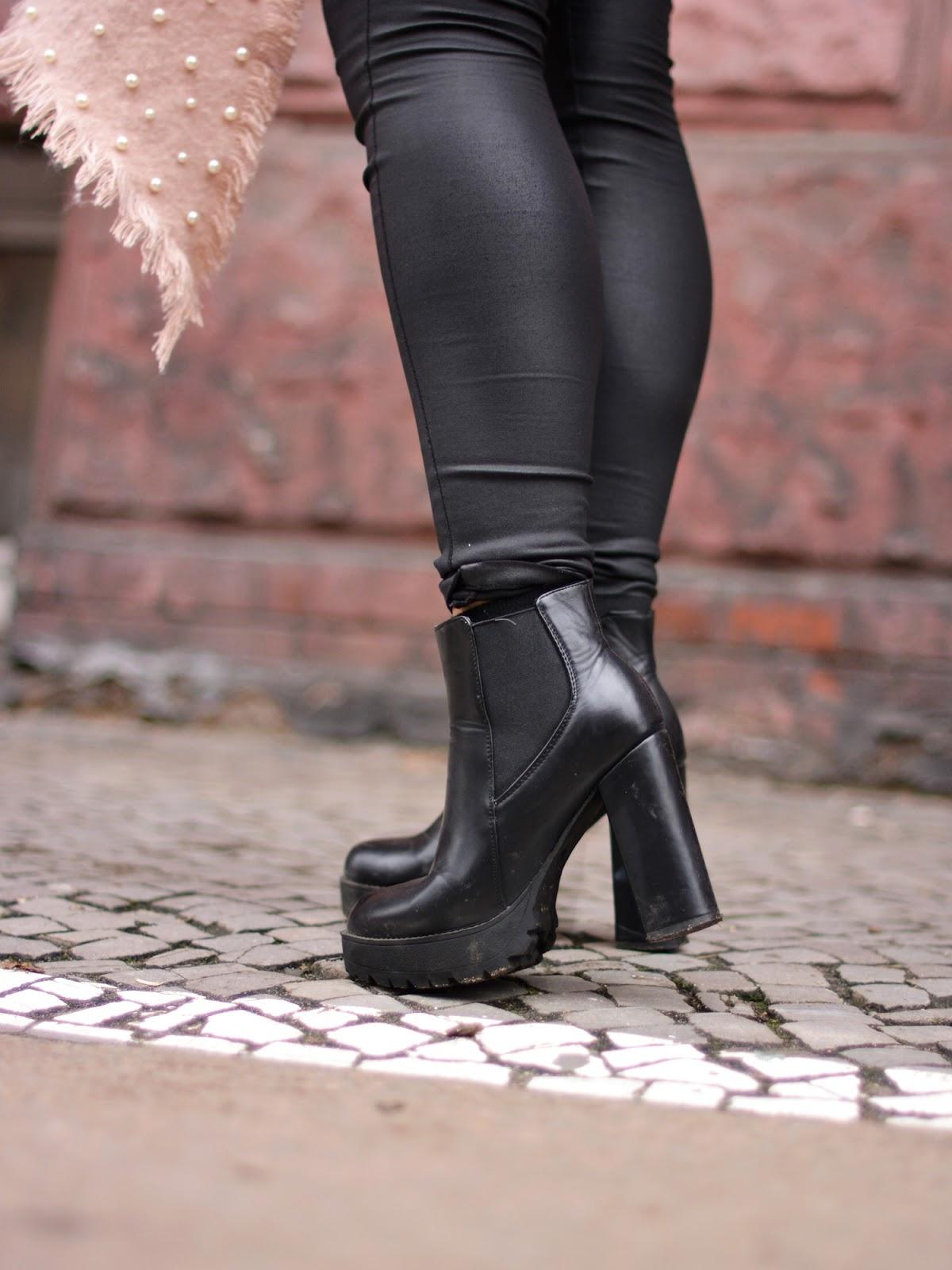 buty na słupku