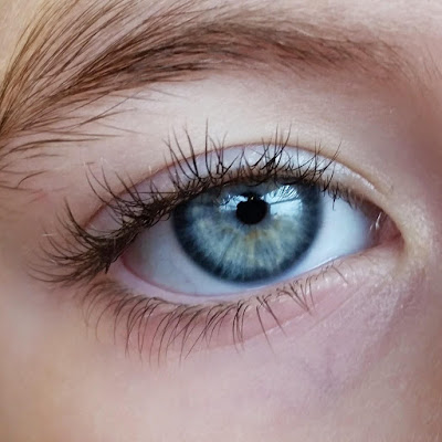 Cara sederhana Menghilangkan Kantung pada Mata