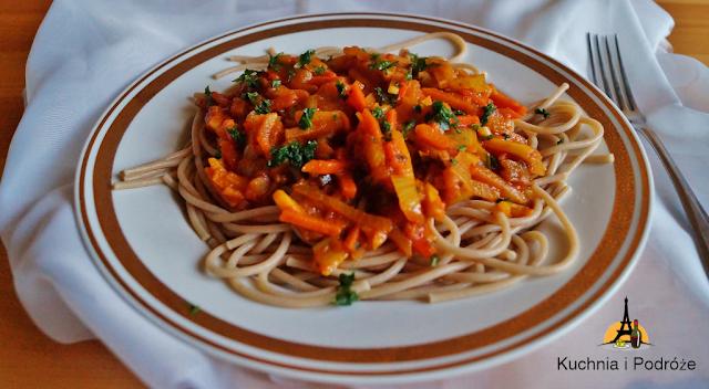 Spaghetti z warzywami w sosie curry