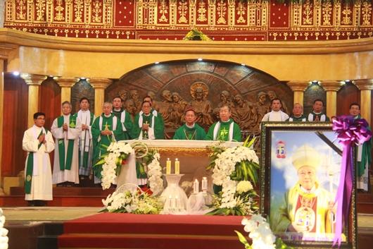 Ngày thứ Ba: Kính viếng và cầu nguyện cho Đức cha Phanxicô Xaviê Nguyễn Văn Sang - Ảnh minh hoạ 30
