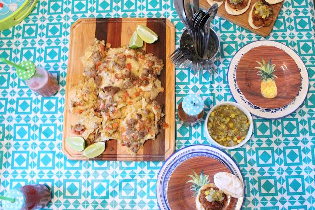 #PouletCA #AD- Des Mini Burger de Poulet avec de la salsa de mangue et des nachos