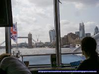 Tower Bridge y edificios de la City