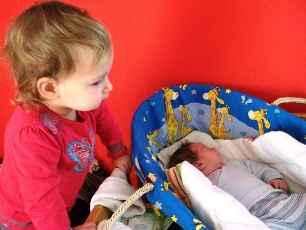 kosz mojżesza dla młodszego dziecka - jako kołyska i łóżeczko