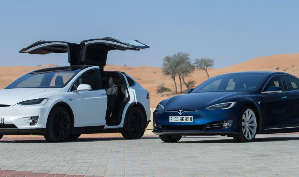 Richiamo per Tesla: problema al servosterzo all'auto limousine Model S