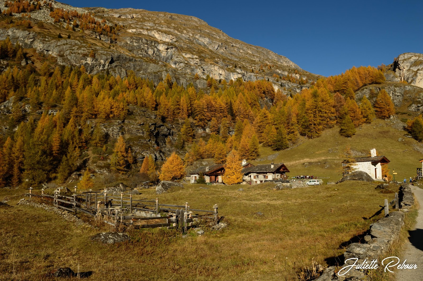 Le Monal, randonnée en automne en Savoie