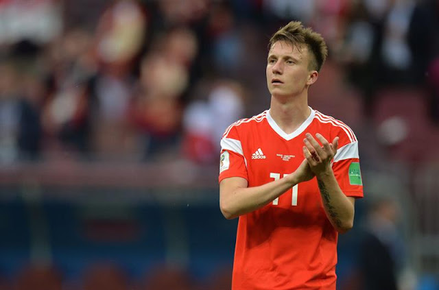 Destaque do jogo, Golovin comemora gol de falta que fechou o placar - Créditos: EFE/EPA/PETER POWELL