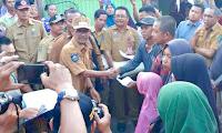 10 Orang Warga Korban Kebakaran di Sarae Dapat Santunan dari Walikota Bima