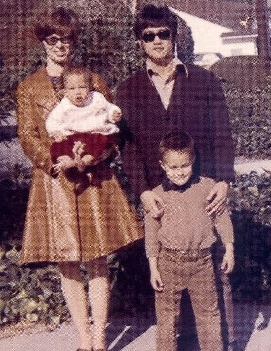 Bruce+Lee+and+Family+in+Color+Vintage+Ph