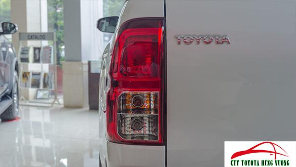 Giá xe, thông số kỹ thuật và đánh giá chi tiết bán tải Toyota Hilux 2018 nhập khẩu - ảnh 15