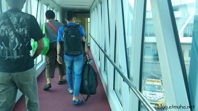 Di Bandara Tips dan Pengalaman Naik Pesawat Udara