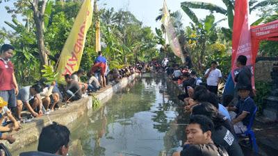Jarrak Bali Tebar 300 Kg Ikan Lele Dan Serahkan 2 Unit Sepeda Motor