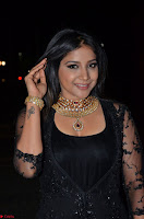 Sakshi Agarwal looks stunning in all black gown at 64th Jio Filmfare Awards South ~  Exclusive 081.JPG
