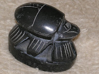 священный скарабей сувенир из Египта