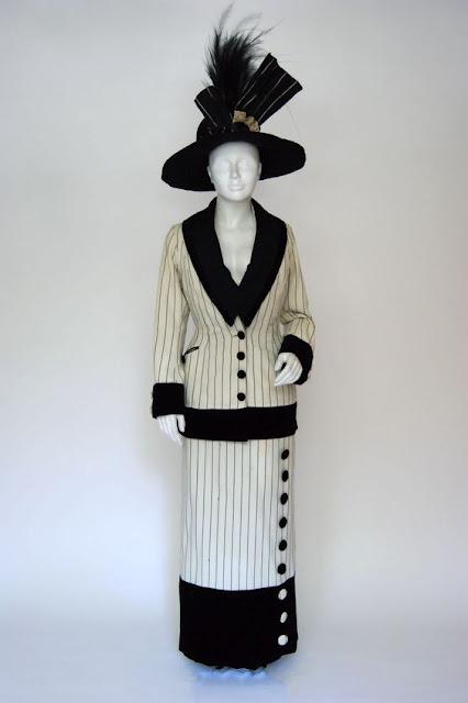 Modelo de 1912, vestido parecido com o do filme Titanic, da Rose (Kate Winslet)