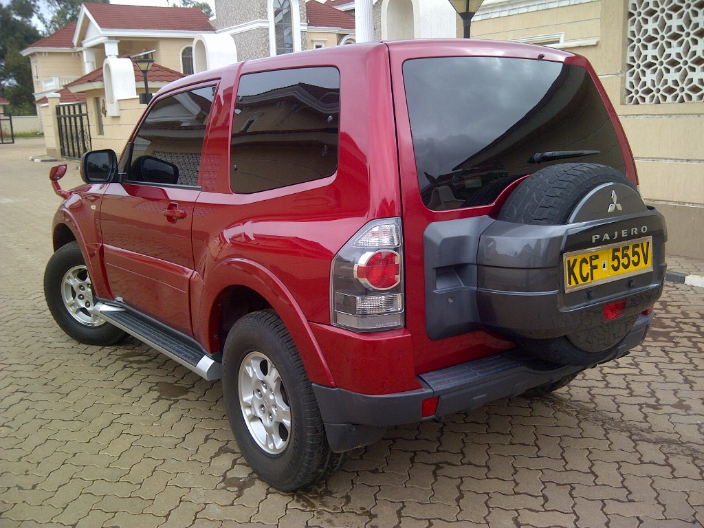 nairobimail mitsubishi pajero 3 door 2008 f loaded 3000cc petrol wine red. Black Bedroom Furniture Sets. Home Design Ideas
