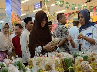 Wali Kota Banda Aceh Sidak Makanan Kadaluarsa