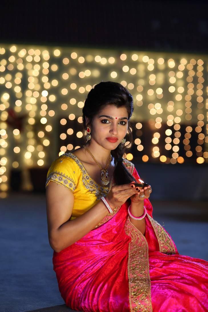 Sai              Dhansika Long Hair Photos In Red Saree
