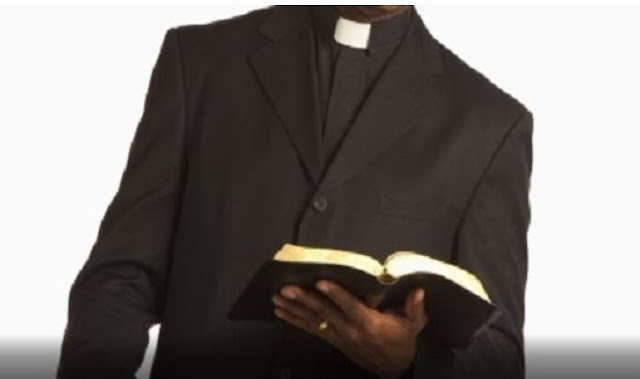 Man to sue pastor for cutting down 'witch tree'
