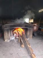 蒔き釜の火が燃える様子
