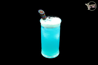 coctel blue blue blue barman in red