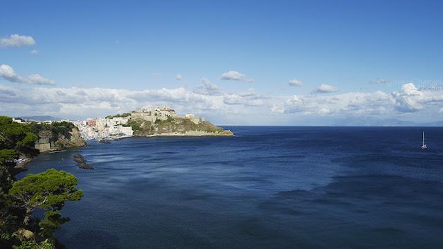 La Corricella vista dalla Chiaia a Procida
